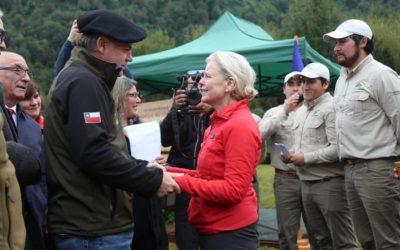 Gobierno recibió en forma oficial donación de parques Pumalín y Patagonia
