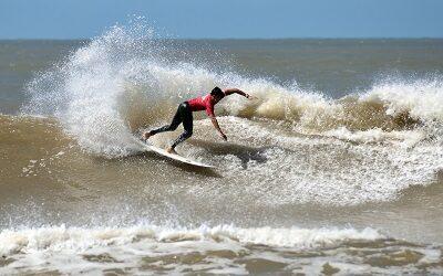 El surf se pone de moda en las playas de Uruguay, entre La Paloma y Santa Teresa