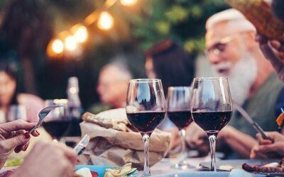 Maridaje de vinos y comidas chilenas: Un viaje desde el aperitivo hasta el postre