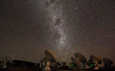 Universo, eclipses y astroturismo con José Maza en Activa Turismo en Línea
