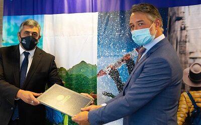 Acuerdo base para guiar la recuperación del turismo firman la OMT y Expedia